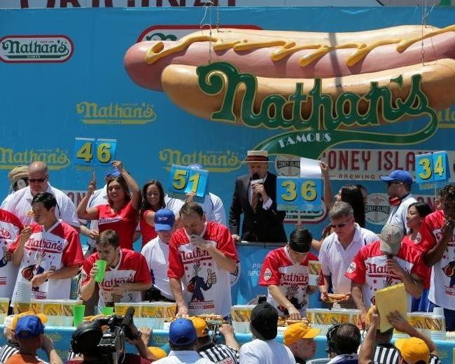 ВСША установили новый рекорд попоеданию хот-догов