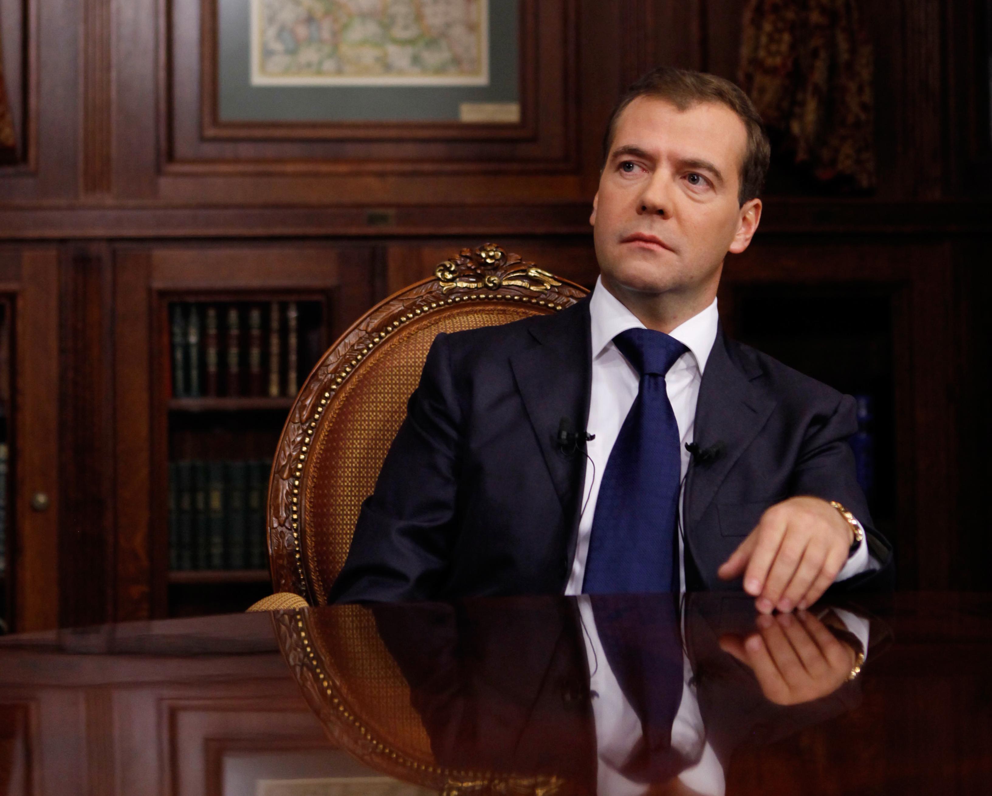 Медведев поручил расширить морской порт Кавказ